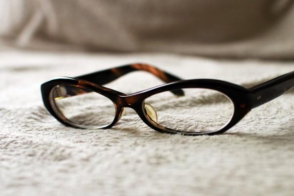 セルフレームの眼鏡の研磨
